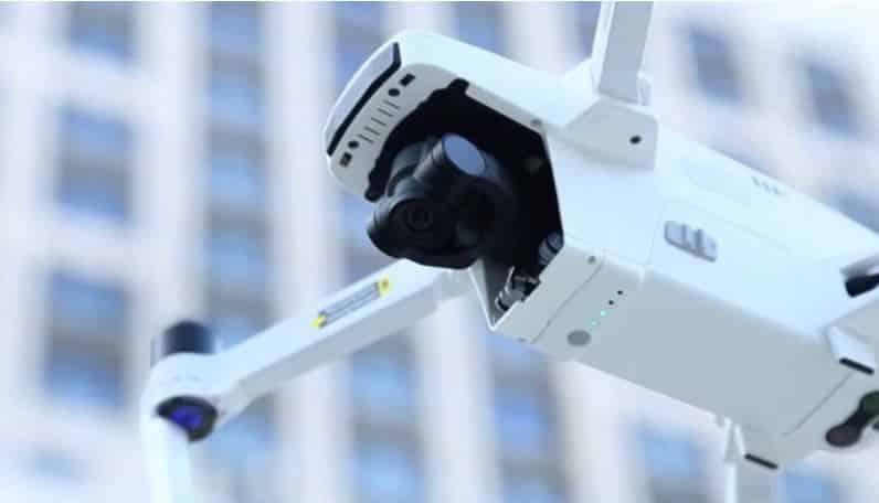drone-avec-camera-en-vol